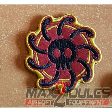 patch velcro one piece drapeau kuja jolly roger skull cheveux serpents sur fond rouge